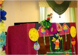 Детям показали кукольный спектакль